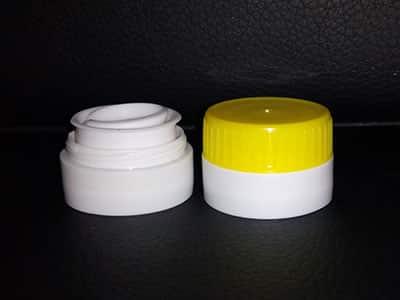пластмасови капачки, пластмасови изделия, производство на пластмасови изделия